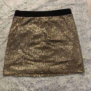 Dresses & Skirts - Gold sequin skirt